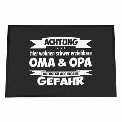 """Fußmatte """"Achtung! Hier wohnen schwer erziehbare Oma & Opa - Betreten auf eigene Gefahr"""""""