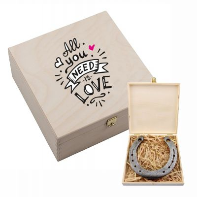 """Hufeisen-Box """"All you need is love"""""""