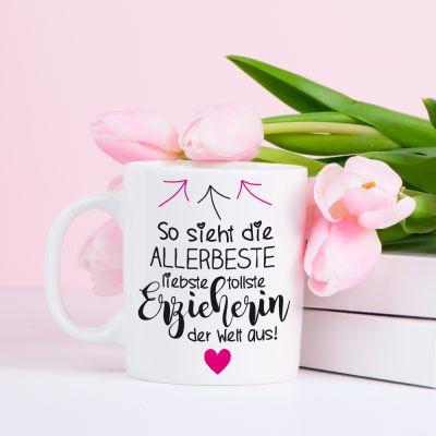 """Weiße Tasse """"So sieht die allerbeste liebste tollste Erzieherin aus"""" - Design: Pfeile"""