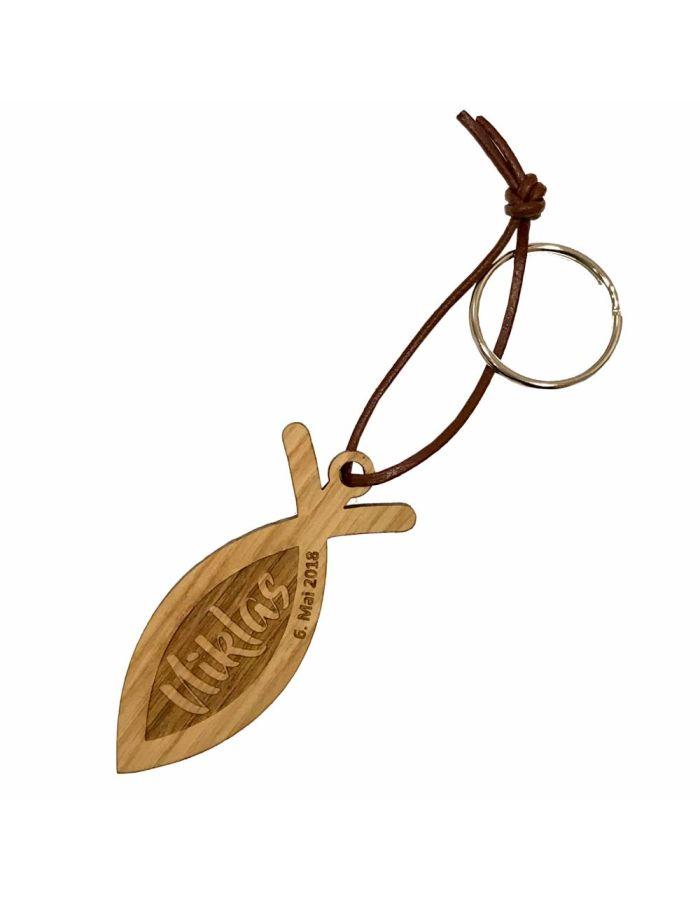 Schlüsselanhänger aus Holz zur Konfirmation - personalisiert (Fisch)