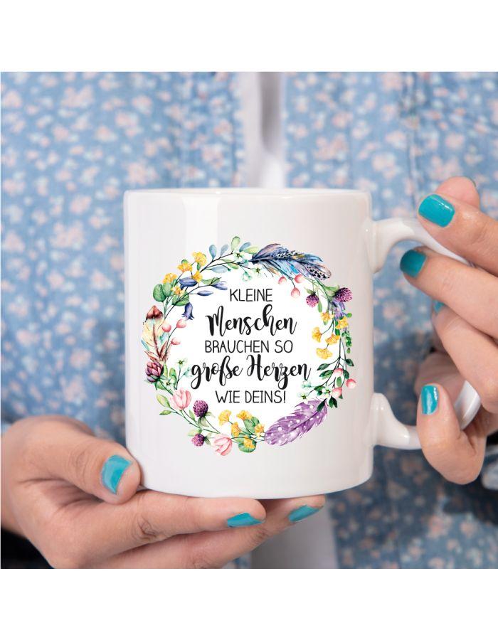 """Weiße Tasse """"Kleine Menschen brauchen so große Herzen wie Deins"""""""